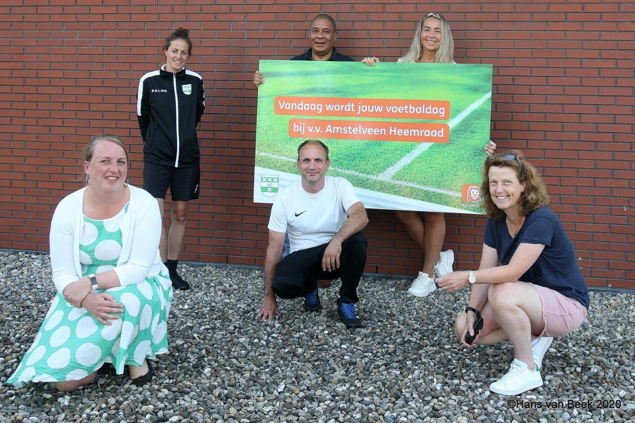 Foto Contract ING meiden en dames voetbal